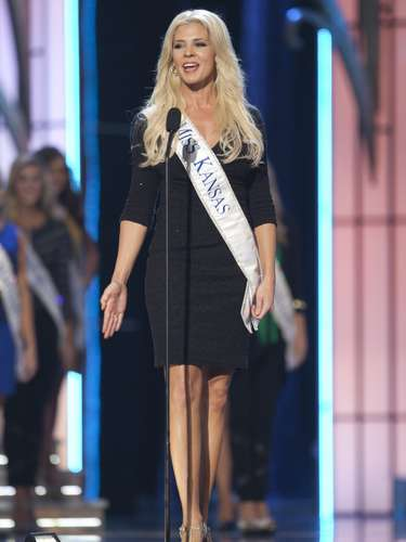 Miss America 2014 contestant, Miss Kansas Theresa Vail, competes in a preliminary round during the Miss America Pageant in Atlantic City, New Jersey, September 10, 2013. Miss America will be crowned during the final ceremony on Sunday, September 15.    REUTERS/Carlo Allegri  (UNITED STATES - Tags: ENTERTAINMENT)