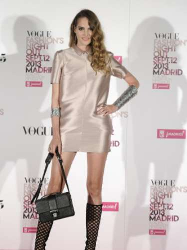 La modelo Marina Jamieson en la Vogue Fashion Night Out Madrid 2013 con minivestido rosa metalizado y joyas de Aristocrazy.