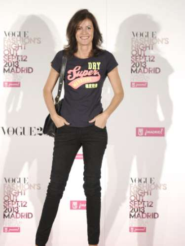 Nuria March por un un look desenfadado y 'casual' con camiseta de Superdry, jeans de color negro y zapatos de tacón para la Vogue Fashion Night Out Madrid 2013.
