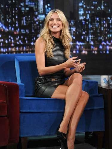 Heidi Klum tiene 39 años y es adicta a los jeans entubados. Los combina tanto con zapatos de tacón como con zapatillas o sandalias.
