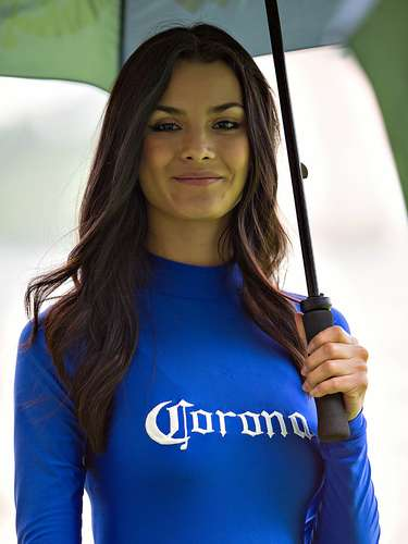 Football fans took to the stadiums in week 11 of the Apertura 2013 with the fortune of appreciating the beautiful presenters that accompanied the matches of the Liga  BBVA Bancomer MX.