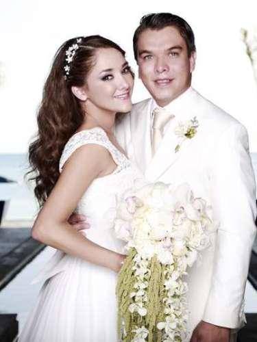 La bella actriz de telenovelas Sherlyn se caso por lo civil con el político Gerardo Islas en una fastuosa ceremonia en Cancún, México donde con mucho amor, la pareja se dio el 'sí' rodeados de familiares y amigos.