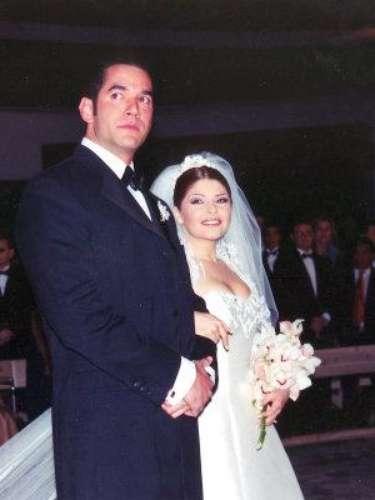 Itatí Cantoral se casó con Eduardo Santamarina en 1998, pero su romance comenzó un año antes durante las grabaciones de la telenovela \