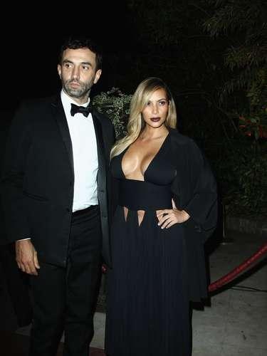 Kim Kardashianhizo el viaje para asistir a la semana de la moda en la 'ciudad luz' pero ella con semejantes 'reflectores' seguro deslumbró a más de uno.