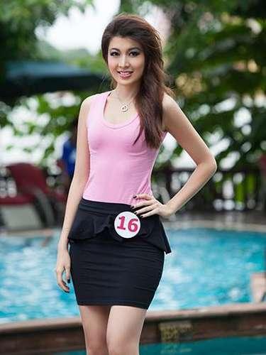Miss Birmania - Moe Set Wine. Tiene 25 años de edad, mide 1.78 metros de estatura (5 ft 10 in), procede de Yangon.