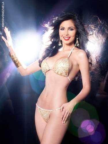 Miss Monagas - Ana Carolina Ugarte Pelayos Campos. Tiene 21 años de edad, mide 1,80 metros de estatura y su ciudad natal es Maturin