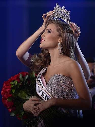 Migbelis Lynette Castellanos Romero, nacida el 7 de junio de 1995, Cabimas es la nueva soberana a la corona de Miss Venezuela.