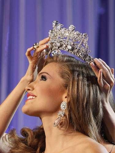 Primer Plano de la coronación de Miss Venezuela 2013