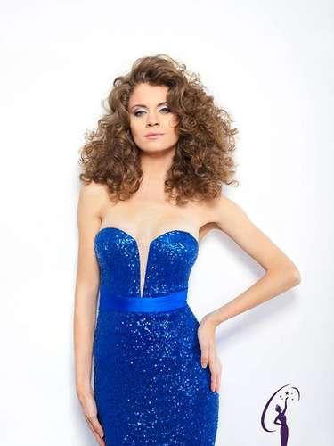 Miss Rumania - Roxana Andrei. Tiene 26 años de edad, mide 1.78 metros de estatura (5 ft 10 in) y procede de Târgovite