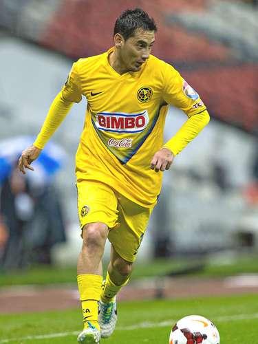 Como volante aparecería un nuevo naturalizado pues todo indica que se acelerarían los papeles de Rubens Sambueza par aque pueda jugar, ya que Herrera ha comentado que debería ser llamado