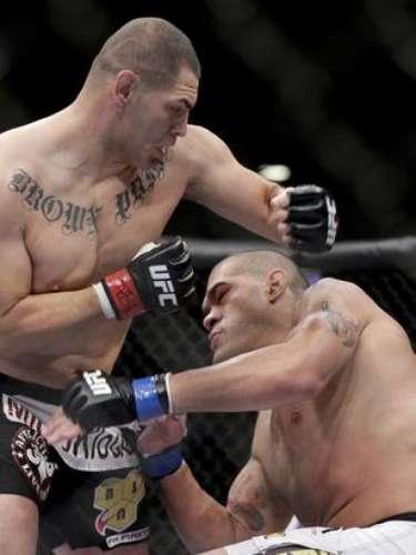 En su más reciente combate,Cain Velásquez venció al brasileño Antonio 'Bigfoot' Silva y defendió exitosamente su cinturón de Peso Completo en UFC 160.
