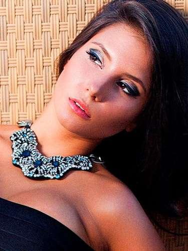 Por primera vez en el certamen Miss Azerbaiyán, Aysel Manafova. Tiene 21 años de edad y reside en Bakú.