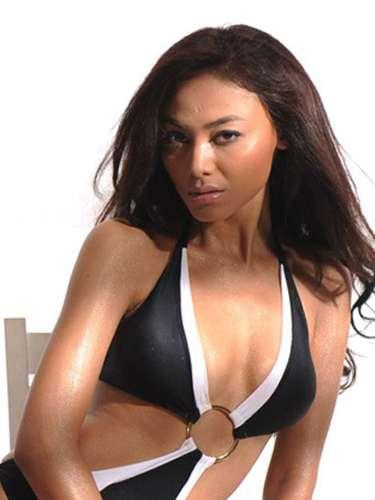 Otra exquisita candidata que muestra lo mejor de la mujer asiática es Miss Indonesia, Whulandary Herman. Tiene 23 años de edad y reside en Padang