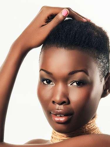 Una vibrante piel morena es el orgullo de Miss Tanzania, Betty Omara Boniphace. Tiene 20 años de edad y reside en Dar es-Salam
