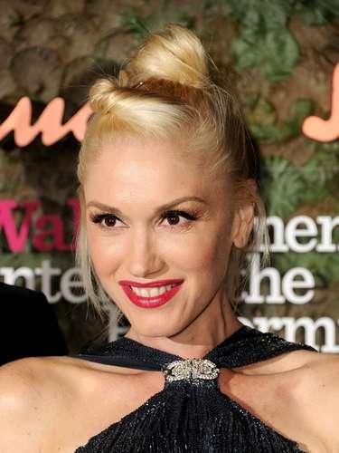 Mientras tanto, Gwen Stefani se debate entre un delineado Pin Up y Cat Eye, creando un estilo delicado que se debate entre lo femenino y lo felino.