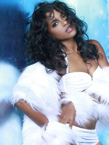 Miss Aruba - Stefanie Quillen Evangelista. Tiene 24 años de edad, mide 1.72 metros de estatura (5 ft 7 12 in) y procede de De Vuyst.