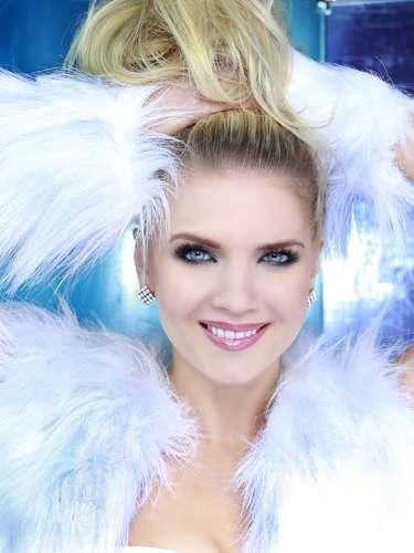Miss Finlandia -Lotta Hintsa. Tiene25 años de edad y procede de Jyväskylä.