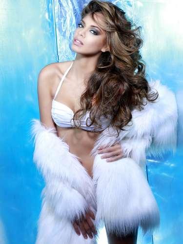 Miss Francia - Hinarani de Longeaux. Tiene 23 años, mide 1.77 metros de estatura (5 ft 10 in) y procede de Tahiti.