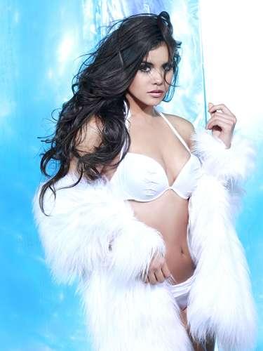 Miss México - Cynthia Duque. Tiene 21 años de edad, mide 1.78 metros de estatura(5 ft 10 in) y reside en Monterrey.