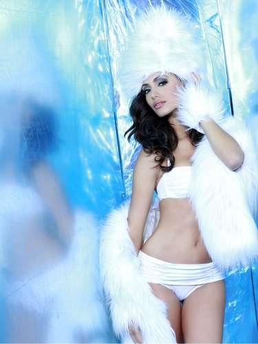 Miss Puerto Rico - Monic Pérez. Tiene  23 años de edad, mide 1.78 metros de estatura (5 ft 10 in) y procede de Arecibo.
