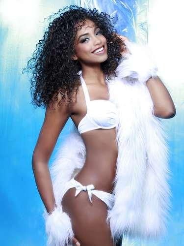 Miss República Dominicana - Yaritza Reyes. Tiene 19 años de edad, su estatura es 1.79 m (5 ft 10 12 in) y procede deComendador