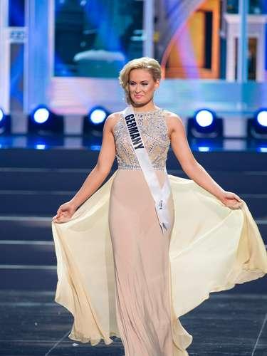 Miss Alemania - Anne Julia Hagen. Tiene 23 años de edad. mide 1.77 metros de estatura (5 ft 9 12 in) y reside en Berlín.