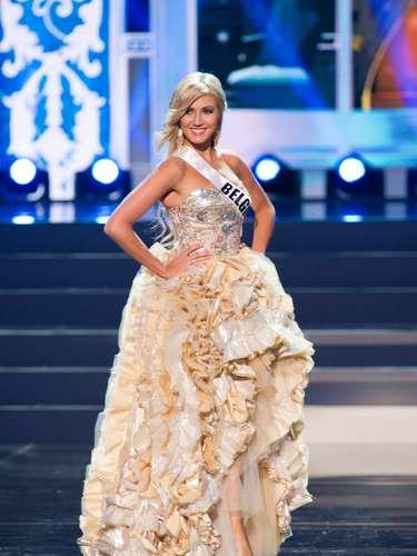 Miss Bélgica - Noémie Happart. Tiene 19 años de edad, mide 1.78 metros de estatura (5 ft 10 in) y procede de Liege.