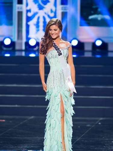 Miss Ecuador - Constanza Báez. Tiene 22 años de edad, mide 1.75 m (5 ft 9 in). Procede de Quito.