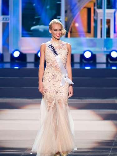 Miss Estonia - Kristina Karjalainen. Tiene 23 años de edad, mide 1.81 metros de estatura(5 ft 11 12 in) y procede de Tallin