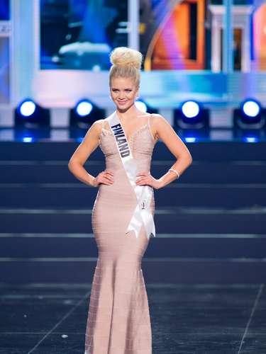 Miss Finlandia - Lotta Hintsa. Tiene 25 años de edad y procede de Jyväskylä