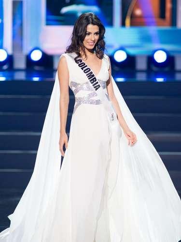 Miss Colombia - Lucia Aldana. Tiene 20 años de edad, mide 1.69 metros de estatura (5 ft 6 12 in) y procede de Cali.