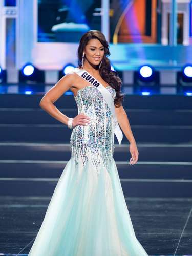 Miss Guam - Alixes Scott. Tiene 18 años de edad, mide 1.75 metros de estatura (5 ft 8 in). Procede de Tamuning