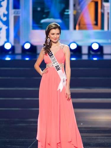 Miss Kazajistán - Zhazira Nurimbetova. Tiene 21 años de edad, mide 1.77 metros de estatura (5 ft 9 12 in)y es procedente de Shymkent.