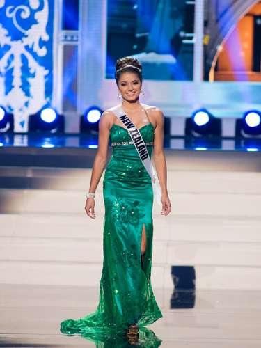Miss Nueva Zelanda - Michelle Cassidy. Tiene 22 años de edad, mide 1.75 metros de estatura (5 ft 9 in)y procede de Auckland