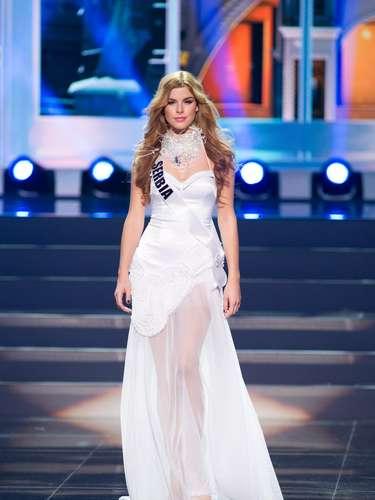 Miss Serbia - Ana Vrcelj. Tiene 19 años de edad, mide 1.80 metros de estatura (5 ft 11 in) y procede de Zemun Polje