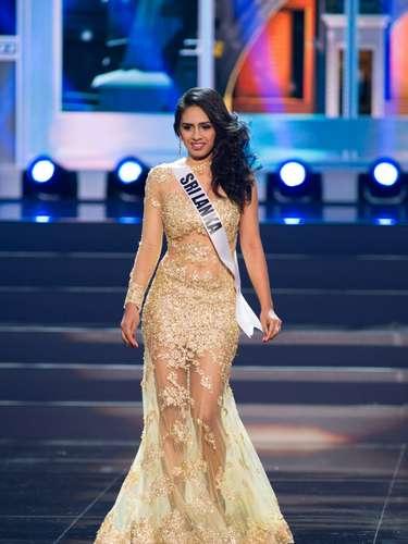 Miss Sri Lanka - Amanda Rathnayake tiene 23 años de edad, mide1.75 metros de estatura(5 ft 9 in) y procede de Colombo