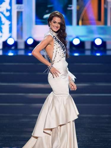 Miss Trinidad y Tobago - Catherine Miller. Tiene 21 años d edad, mide 1.80 metros de estatura (5 ft 11 in) y procede de Westmoorings