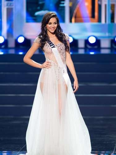 Miss Turquía - Berrin Keklikler. Tiene 18 años de edad, mide 1.78 metros de estatura (5 ft 10 in). Procede de Estambul