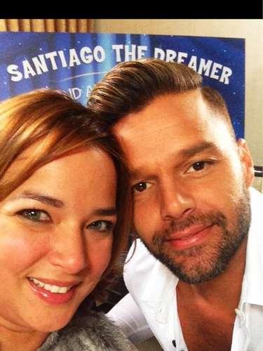 12 de Noviembre - Adamari López se la pasó de maravilla al lado de Ricky Martin cuando éste visitó el programa que conduce la actriz y donde hablaron del libro del cantante.