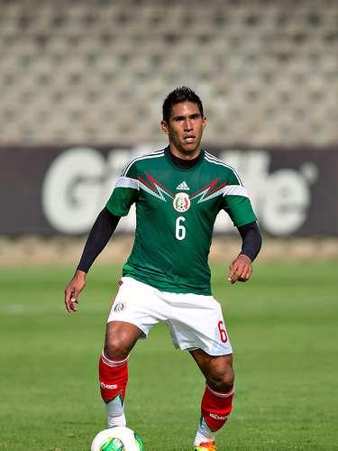 Quizás sea el jugador más cuestionado, Juan Carlos Valenzuela se mantiene como titular en la Selección Mexicana.