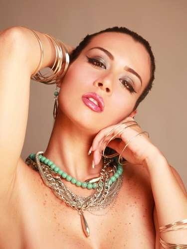 Diosa Canales, en cambio, comenzó como bailarina hasta que un día encontró su vocación de vedette. Mmmm Nos gustan más las vedettes que las reinas de belleza: punto para Diosa.