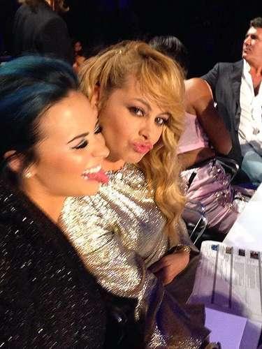15 de Noviembre - Demi Lovato y Paulina Rubio haciendo de las suyas en X Factor.