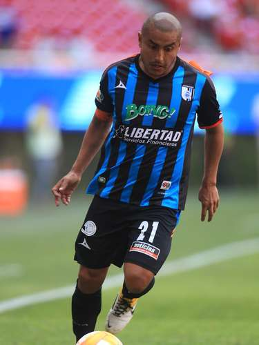 Marco Jiménez, es quien pone la pierna dura en medio campo. Un tipo muy batallador que no se rinde fácil y recupera gran cantidad de balones. Sin embargo, su técnica individual le suele fallar en ocasiones.