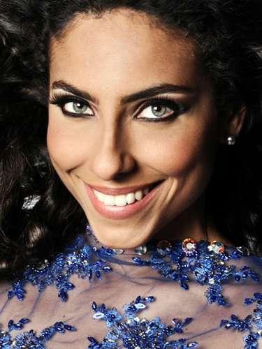 Miss Ecuador - Ana María Weir, tiene 25 años de edad, mide 1.74 metros de estura (5 ft 8 1/2 in) y reside en Guayaquil.