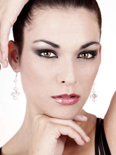 Miss España - Cristina Martínez, tiene 22 años de edad, mide 1.82 metros de estura (5 ft 10 1/2 in)y reside en Valencia.