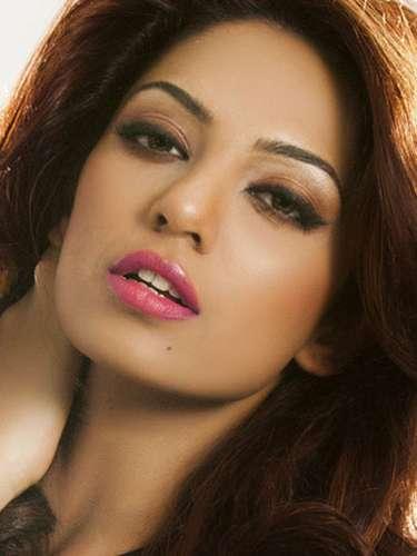 Miss India - Sobhita Dhulipala, tiene 21 años de edad, mide 1.75 metros de estura (5 ft 9 in) y reside en Visakhapatnam.