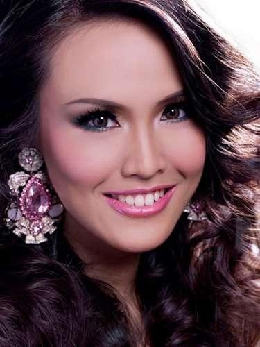 Miss Indonesia - Nita Sofiani, tiene 21años de edad, mide 1.71metros de estura (5 ft 7 1/2 in)y reside en Bandung