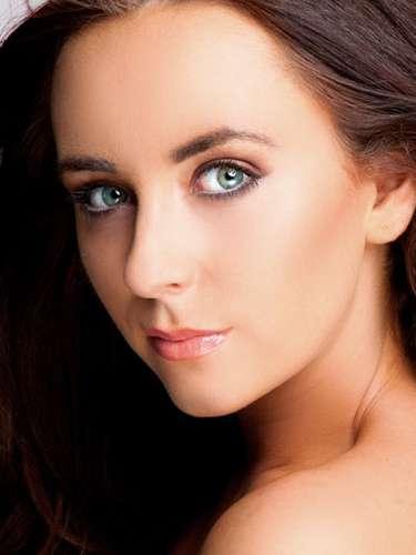 Miss Irlanda del Norte - Amira Graham, tiene 19 años de edad, mide 1.77 metros de estura (5 ft 8 in)y reside en Belfast.