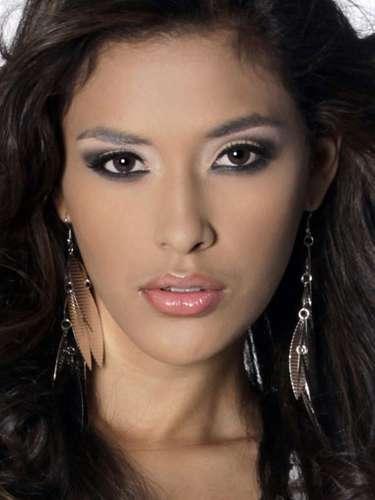 Miss Panamá- Johanna Batista, tiene 21 años de edad, mide 1.70 metros de estura (5 ft 7 in)y reside en Ciudad de Panamá.