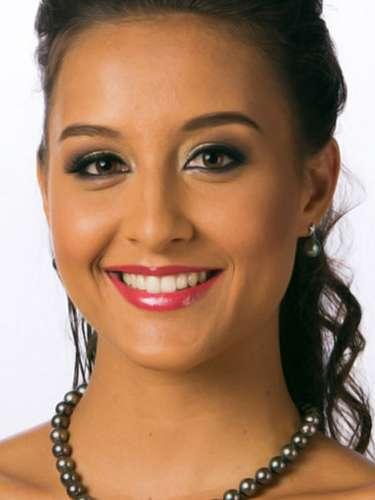 Miss Tahití- Maeva Simonin, tiene 21 años de edad, mide 1.74 metros de estura (5 ft 8 1/2 in)y reside en Punaauia.